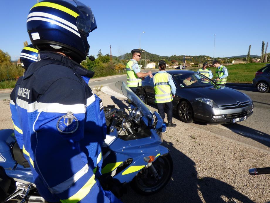 Des gendarmes lors d'un contrôle routier.