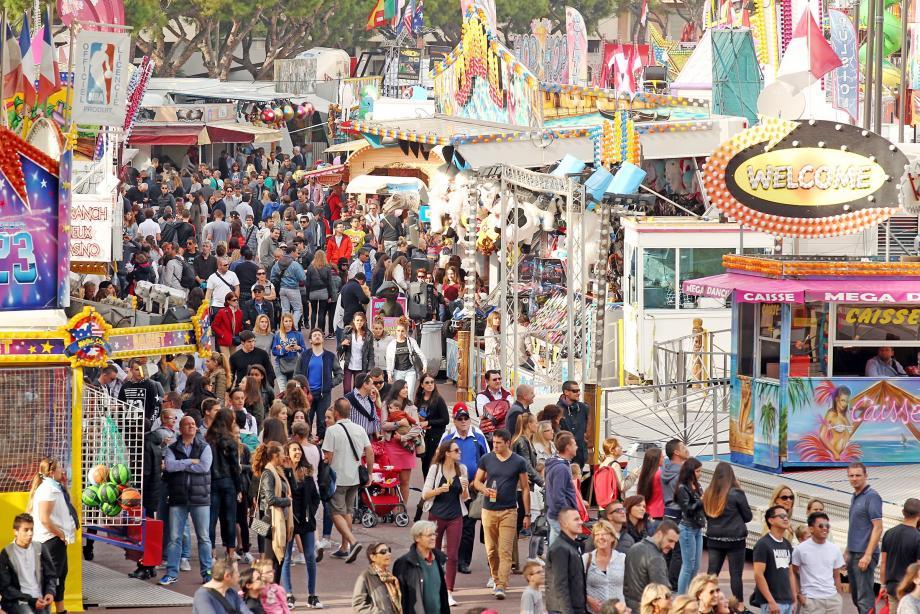 Samedi, au deuxième jour d'ouverture de la Foire Attractions, une belle foule a déambulé sur le Port Hercule.
