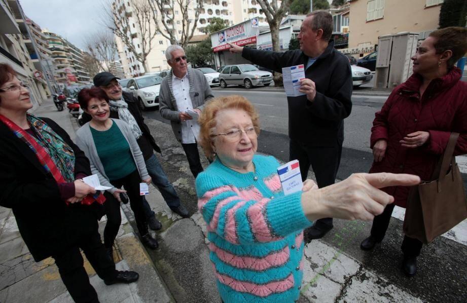 Jean Sarrazin et ses voisins, en mars dernier. Pour manifester sa colère, ces électeurs niçois avaient boudé les urnes.