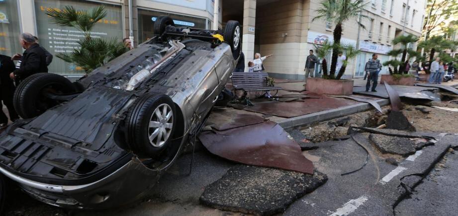 Des dégâts importants boulevard de la République à Cannes après les intempéries du 3 octobre.