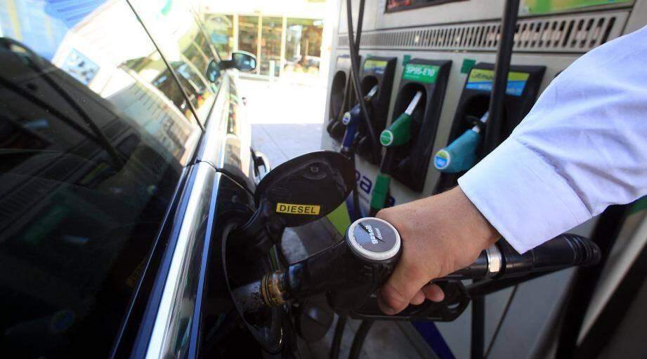 La pompe à essence, passage obligé des automobilistes.