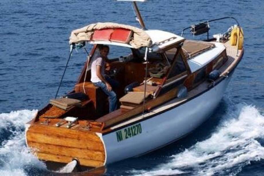La Kémia, ce bateau qui défie l'ère du plastique au port de Nice.
