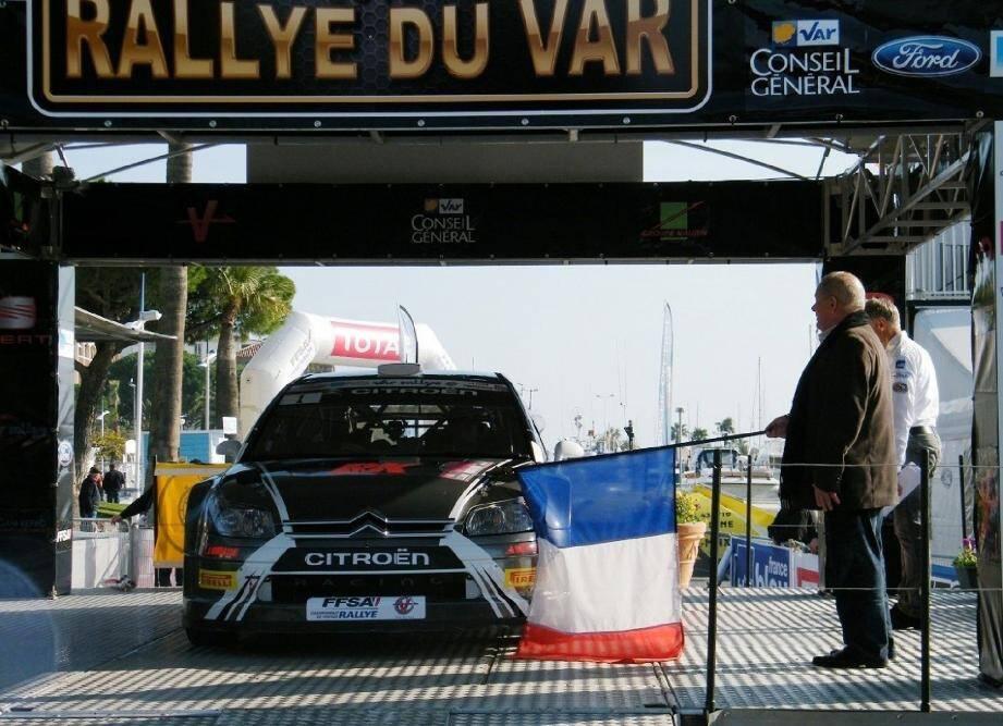Le départ du 61e Rallye du Var sera donné à 12h53 précise...Les véhicules historiques ouvriront le bal avant de laisser la place aux véhicules modernes. L'occasion de voir les voitures et les pilotes au plus près.