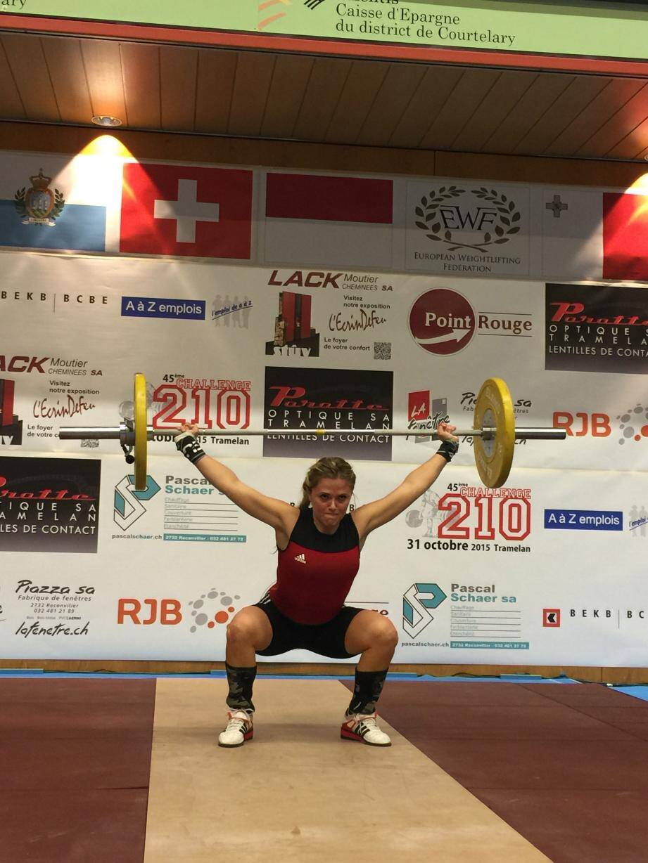 En haltérophilie, Céline Radeau soulève 50 kg à l'arraché au tournoi international de Tramelan, en Suisse.(D.R.)