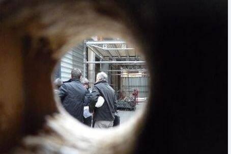 Les réunions de spécialistes vont se multiplier sur le site de l'effondrement rue Mougins-Roquefort à Grasse, interdit au public.