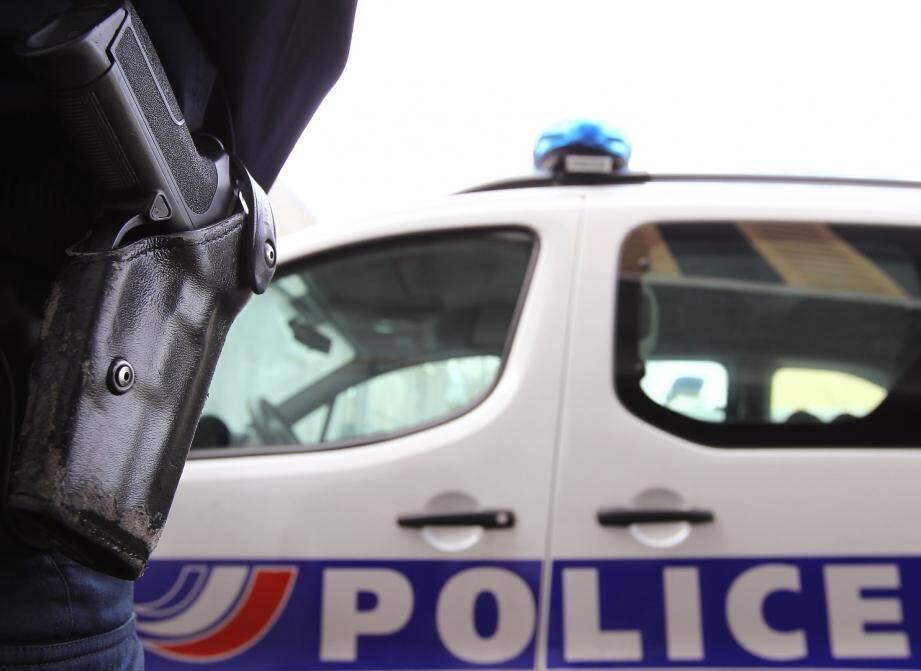 Illustration policier voiture et arme