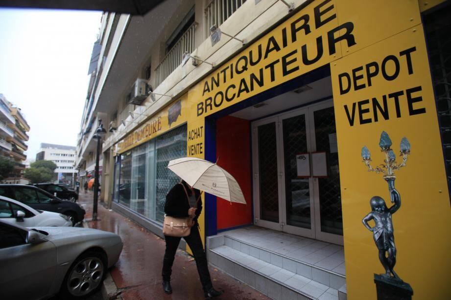 Le dépot vente avenue Guillabert, à Antibes.