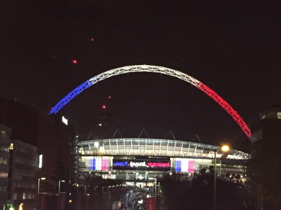 Le stade de Wembley illuminé aux couleurs de la France.