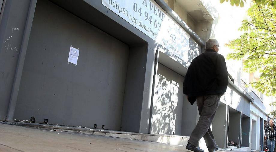 L'entrée du hall d'accueil de l'ex-cinéma « Le Raimu » a été murée. Il est le seul vestige restant. Les trois salles et leurs fauteuils ont été démolis.