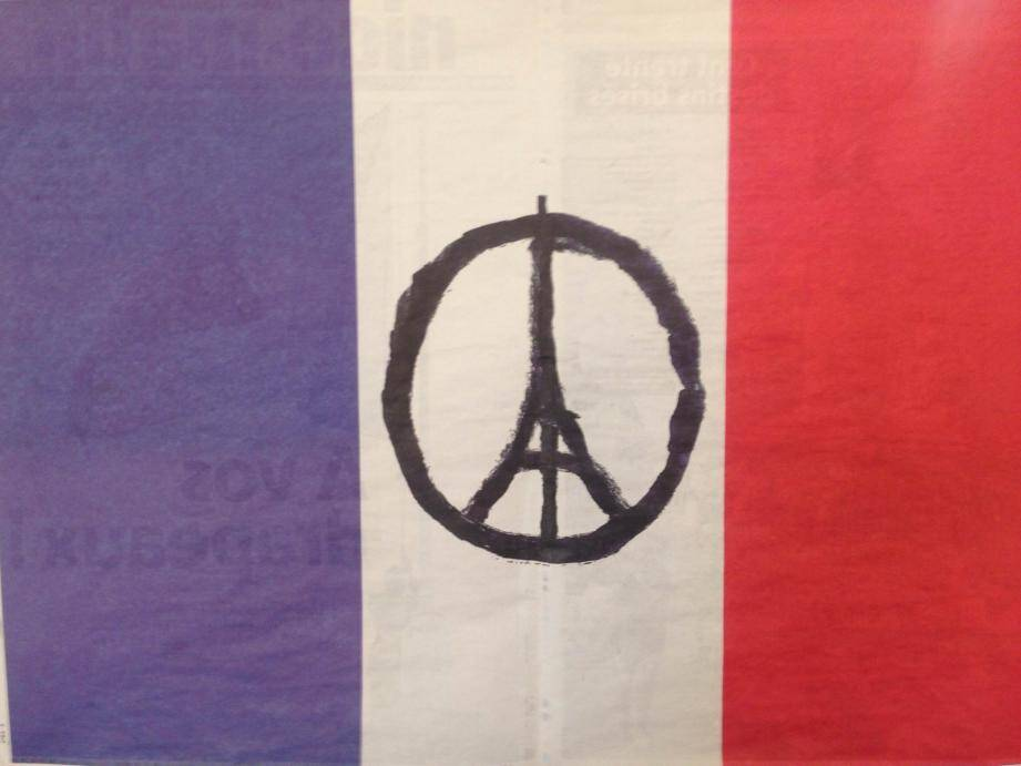 Le drapeau français disponible dans Nice-Matin et Var-matin ce vendredi.