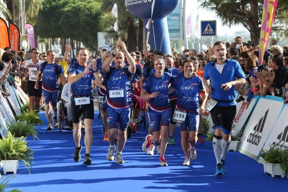 Des coureurs lors du marathon Nice-Cannes.