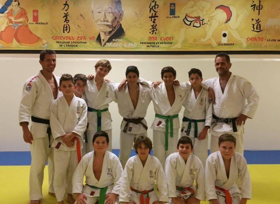 Les jeunes sélectionnés par leur club pour bénéficier de la classe à horaires aménagés, s'entraînent 4 à 5 fois par semaine avec François Bick (à gauche) et Marcel Pietri, directeur technique national.
