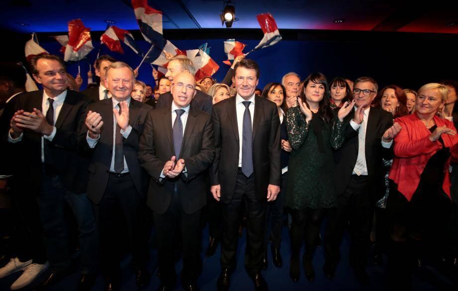 Christian Estrosi, entouré de ses colistiers et soutiens, hier soir à Nice.