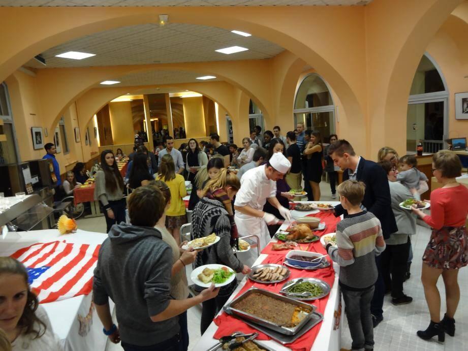 Un dîner de Thanksgiving était organisé au collège international de Cannes.(DR)