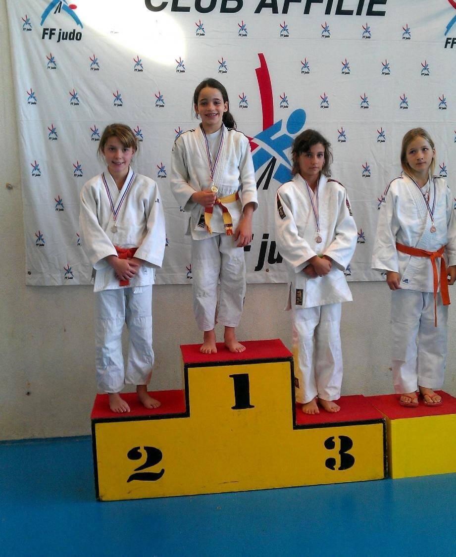 L'or pour Lilia Manetti, un des 13 podiums du week-end pour le club. (photo DR)