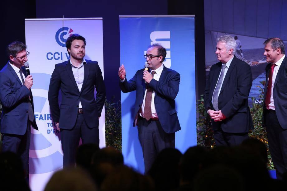 Nicolas Chaunu, PDG et fondateur de Tuto.com (SAS Weecast), avec Patrice Maggio, directeur adjoint des rédactions, Jacques Bianchi, président de la CCI, et Régis Bauché, directeur du centre d'affaires de  Valgora Caisse d'Epargne Côte d'Azur.
