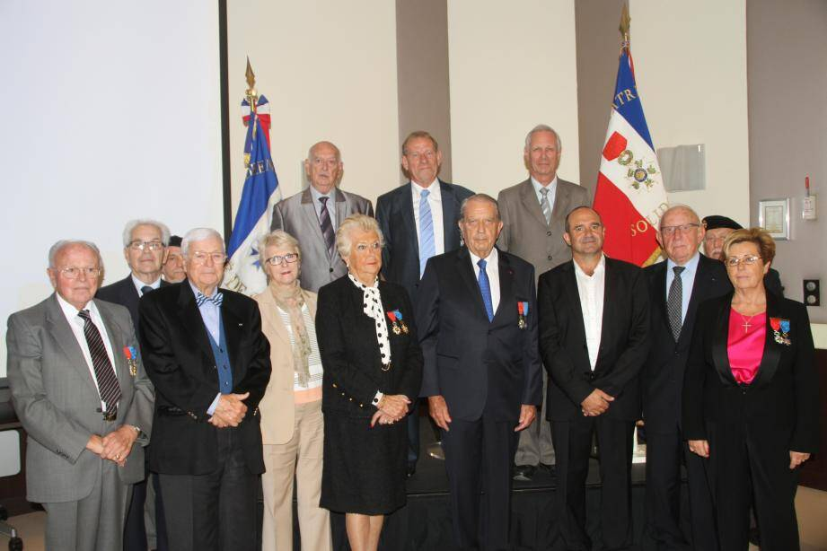Au centre du premier rang, notamment : Evelyne Brun (conseillère municipale), Viviane Passeggi-Gibert, Guy Lemaire, Yvan Gastaud.