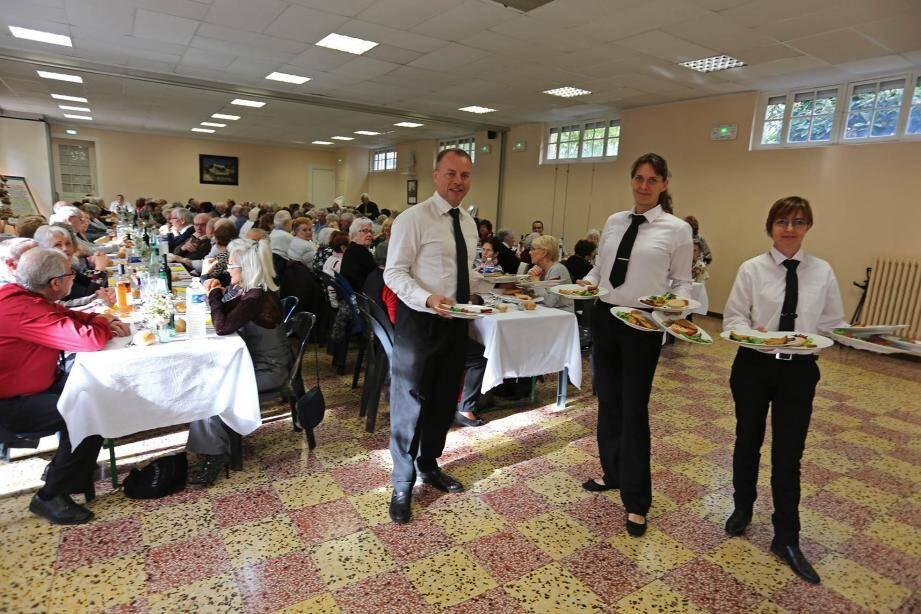 Pour fêter la Saint-André, les Saint-Andréens de plus de 70 ans étaient invités à un grand banquet dans la salle des fêtes.