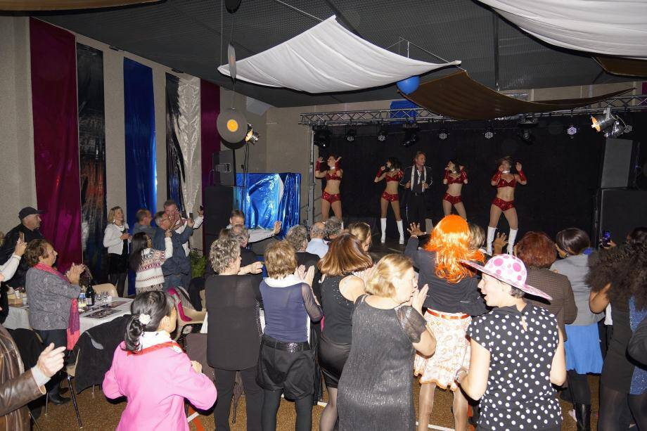 La salle a chanté et dansé avec Laurent Peyrac et ses Clodettes !(DR)
