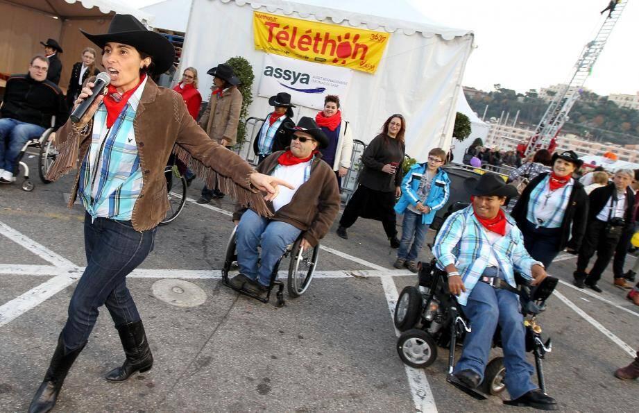 Parmi les animations de l'an dernier sur le port Hercule, la danse country en fauteuil roulant.