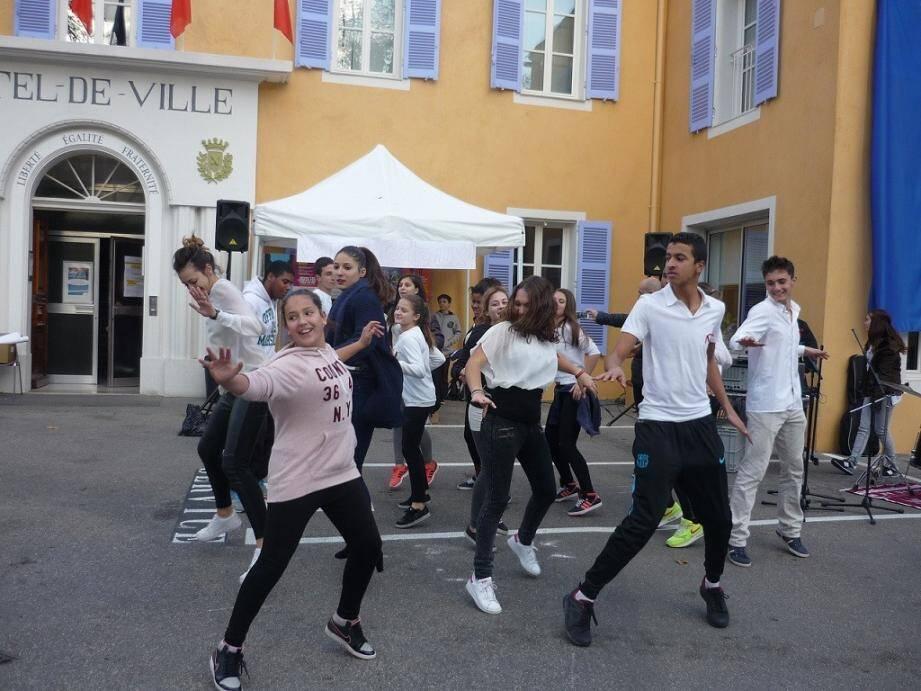Flashmob des ados du Club Jeunesse.