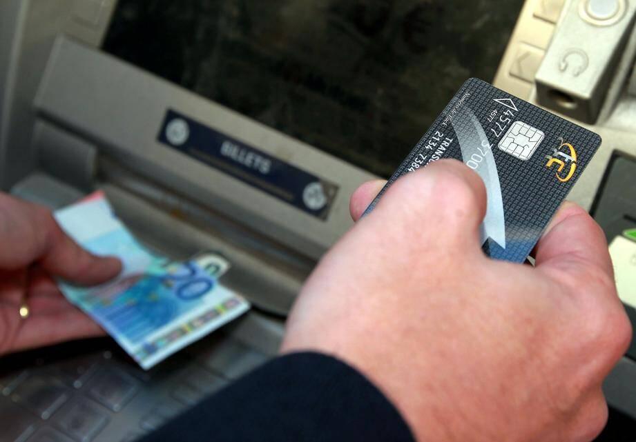 L'argent sale ou dissimulé dans un paradis fiscal peut être retiré directement au distributeur.