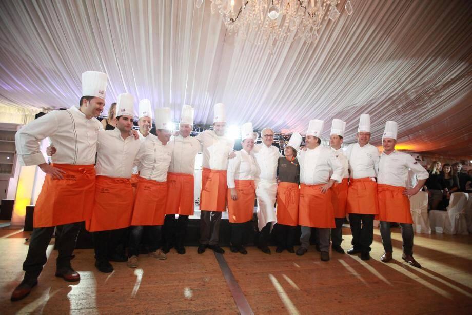 Quatorze chefs du Var, des Alpes-Maritimes, des Bouches-du-Rhône et des Alpes-de-Haute-Provence ont élaboré le dîner de gala servi à 260 convives hier soir, aux Pins Penchés à Toulon.