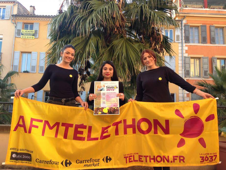 Karen, Célia et Manon, étudiantes à l'Institut Fénelon, participent à l'organisation des manifestations en faveur du Téléthon.
