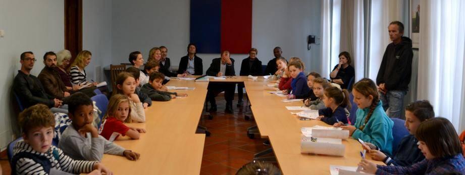 Pour la 12e année, de jeunes élus mouansois ont tenu conseil à la mairie.