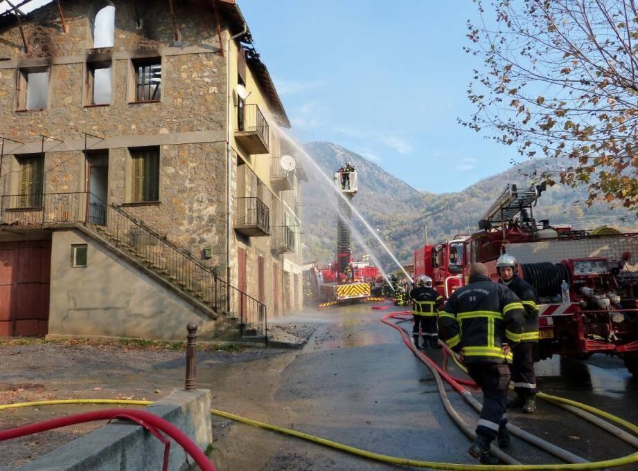 L'intervention en force des pompiers a permis de  circonscrire rapidement l'incendie.