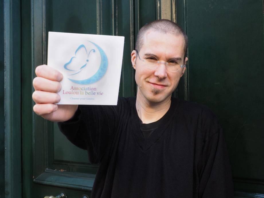 Musicien engagé, Xavier Boscher chante la cause de Lou et des enfants atteints du syndrome cérébelleux.
