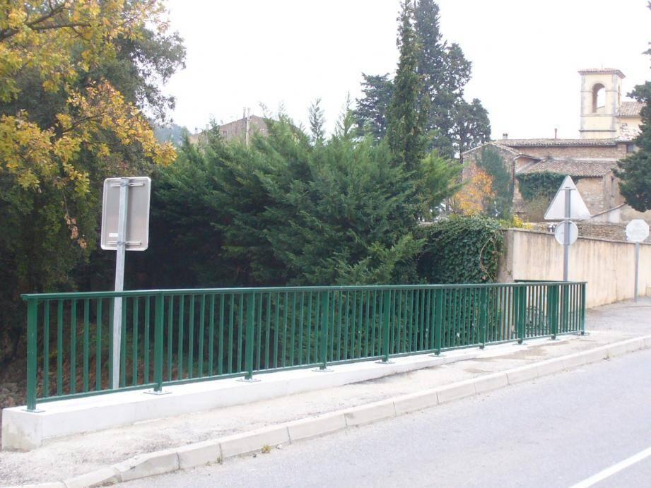 Les garde-corps hauts d'un mètre ont remplacé les anciennes barrières trop petites.