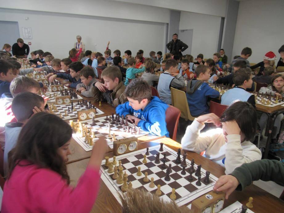 Près de 80 jeunes férus des échecs étaient en tournoi au Grainage.