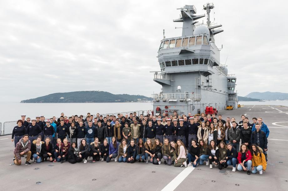 Durant quatre jours, quatre-vingt lycéens ont partagé le quotidien des marins du BPC Dixmude.
