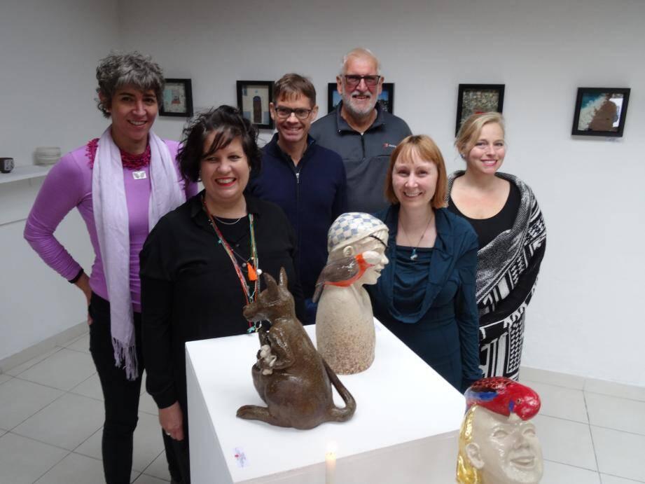 Les artistes en résidence à « AIR Vallauris » - ici avec Dale Dorosh - exposent le fruit de leurs recherches et réflexions.