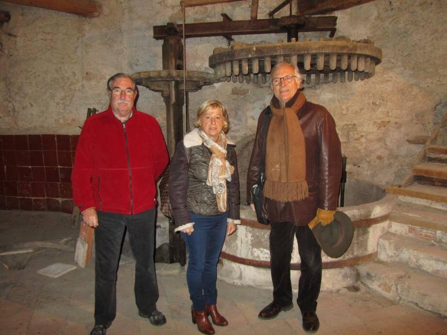 Franck Dugas, Christine Chalot Fournet, adjointe au patrimoine et Jean-Louis Atoch, délégué à la Fondation Patrimoine.