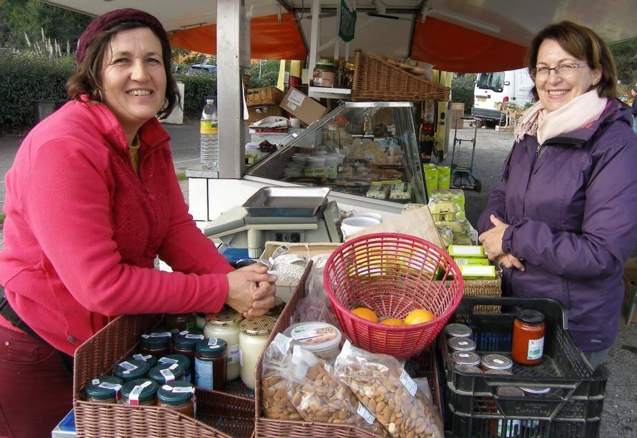 Patricia Grilli, la marchande, et Hélène, la fidèle cliente.