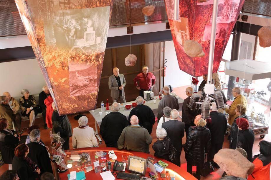Maurice Constans et Patrick Paris ont accueilli les anciens mineurs et leurs proches dans le hall du musée tourvain.