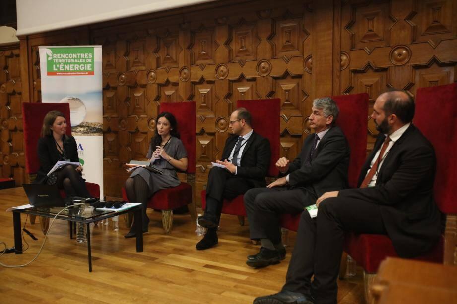 « Comment concevoir la smart city de demain » était le thème de l'une des tables rondes des Rencontres.