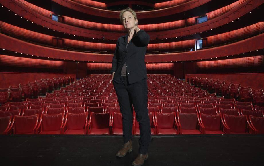Ouvrir le théâtre à des questionnements graves de notre quotidien et de notre avenir. C'est le pari que s'est fixée Irina Brook avec le festival « Réveillons-nous ! ».
