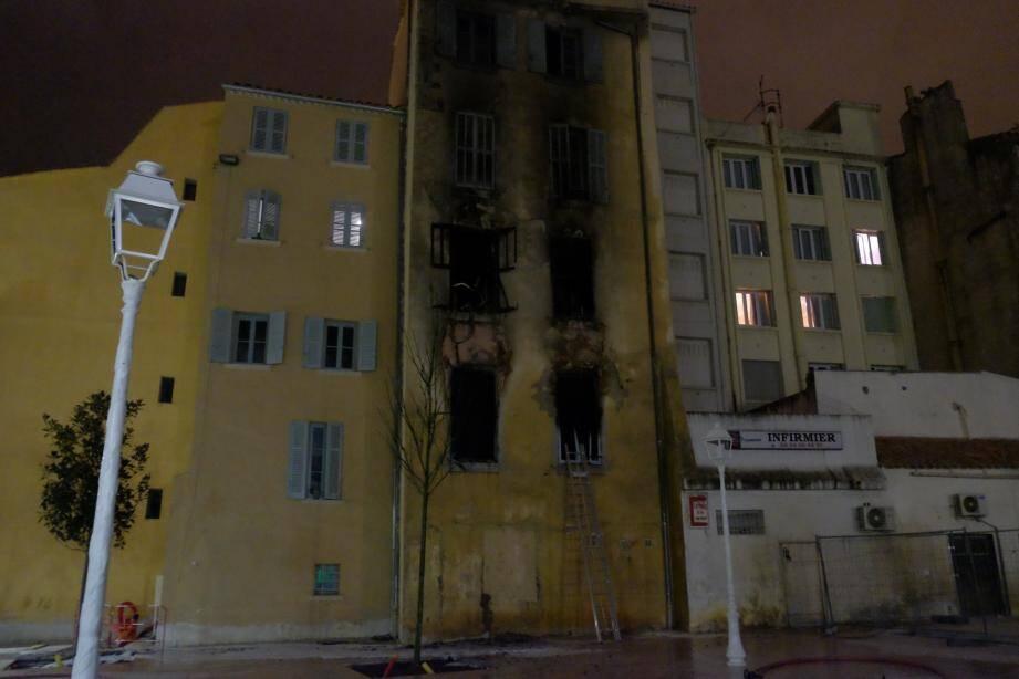 Quatre personnes sont décédées dans l'incendie qui s'est déclaré jeudi soir à Toulon.