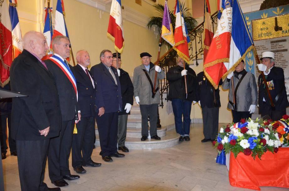 Recueillement pour le maire Gérard Spinelli, Alain Poggi, pour Marc Terrosi et Marcel Renaud pour son beau-frère Gérard Corradi de l'UNC, et Roland Rostaing pour son frère Emile Rostaing.