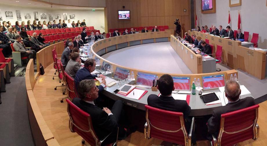 Le renforcement de la sécurité à Monaco après les attaques terroristes de Paris fait totalement consensus entre le Conseil national et le gouvernement.