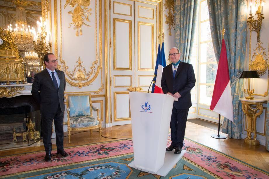 Mardi matin, le prince Albert II a été distingué par le président François Hollande, dans les salons du palais de l'Elysée.
