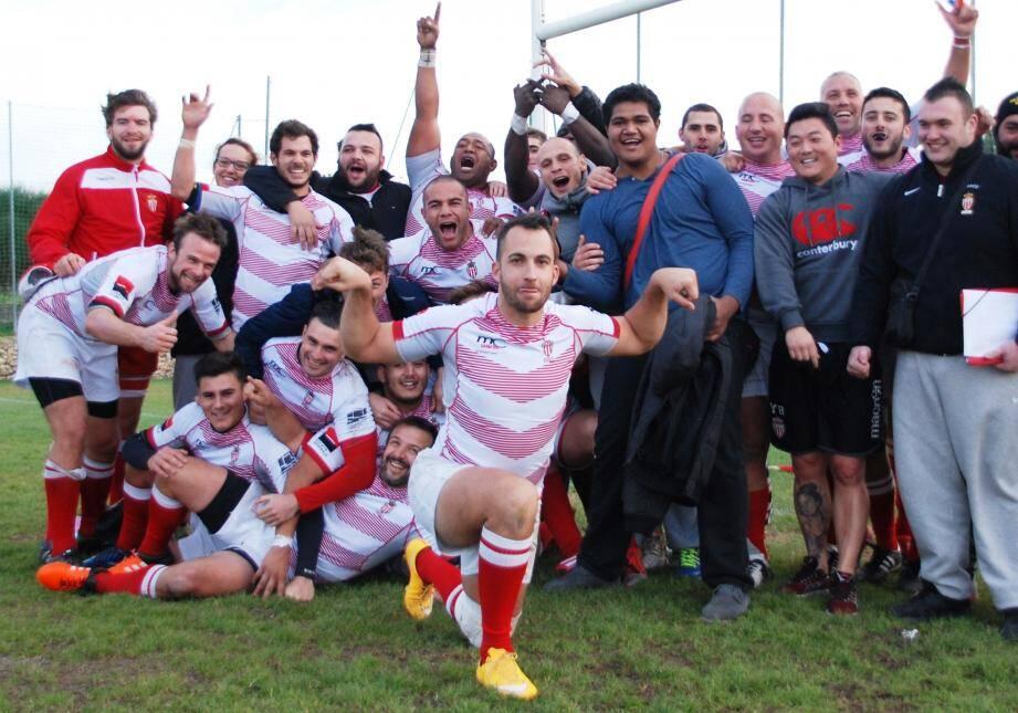 La joie des Monégasques à l'issue de leur match gagné au Mourillon avec, au premier plan, Jeremy Benstaali, entraîneur et joueur de l'équipe première.(DR)