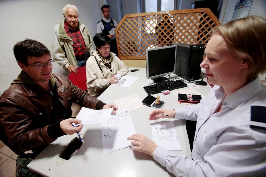 Au commissariat Foch, à Nice, on s'est bousculé depuis lundi, pour pouvoir voter par procuration.