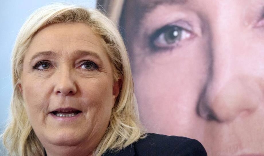 La présidente du FN a déclaré que si elle était élue, elle porterait plainte contre l'État à propos du célèbre camp de migrants.