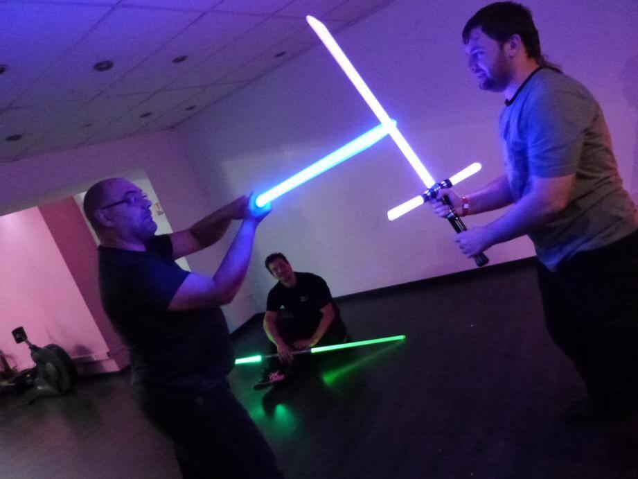 Cours de sabre laser intensifs ces jours-ci chez Saber Lords, première école du genre dans les Alpes-Maritimes. A retrouver en vidéo sur nicematin.com