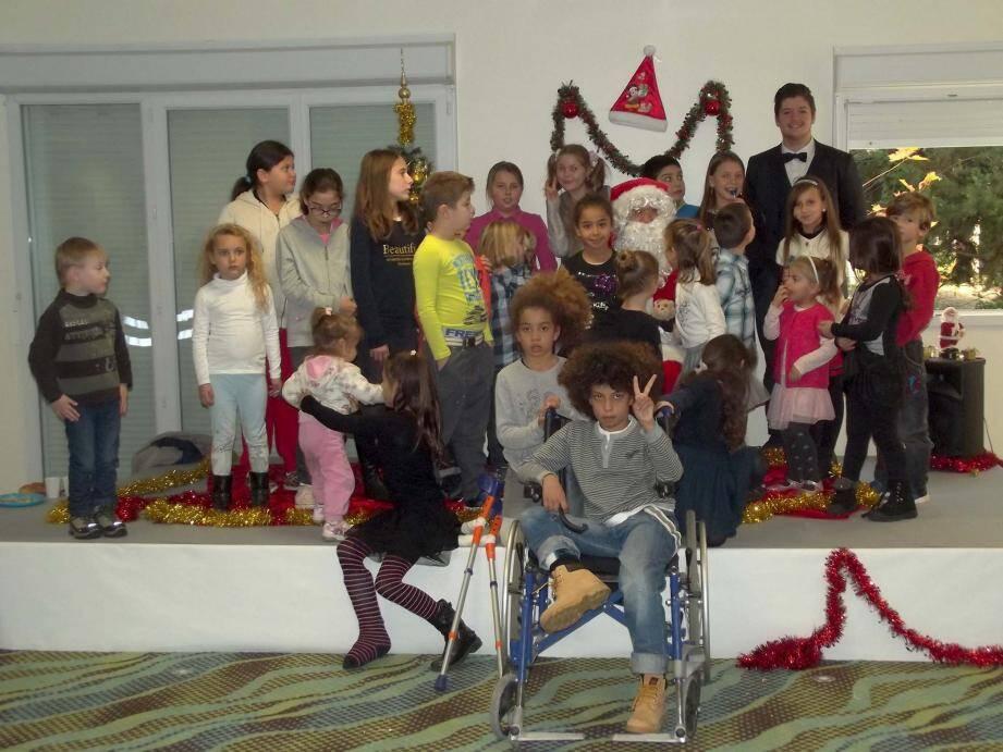 L'arbre de Noël des familles sinistrées a accueilli 130 personnes au MMV Resort. Il a été organisé bénévolement par deux dames au grand cœur, Christelle Fretey et Marie Frin. Le Père Noël a offert des jouets aux 58 enfants présents.