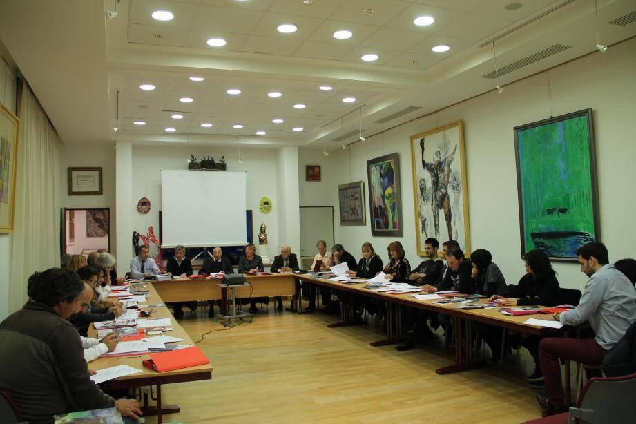 En votant les délibérations à l'unanimité, les élus font bloc avec le maire, Alain Frère.